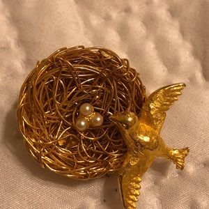 Jeanne Brooch : Bird Nest And Pearl Eggs